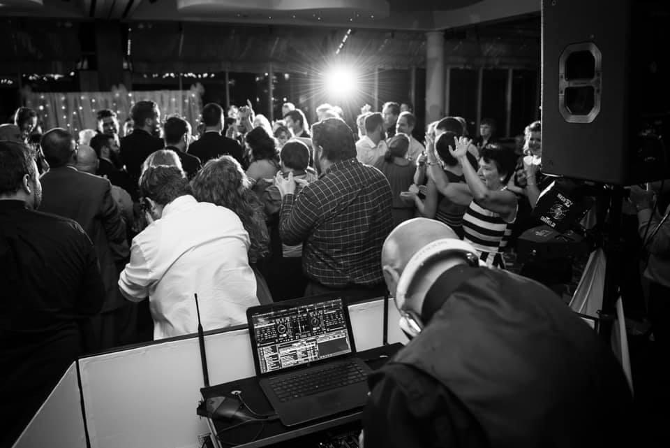 Best Detroit wedding DJ in Michigan-guest dance at wedding venue in detroit MI _Dramatic Dimensions Entertainment