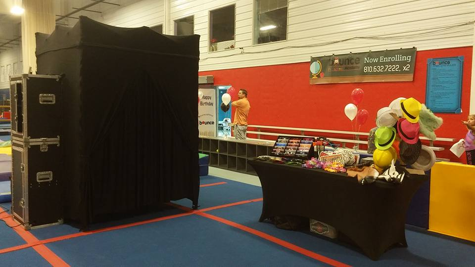 classic photo booth rental with props in detroit michigan- wayne county